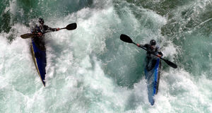 Canoas nos rapids foto de stock royalty free