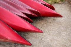 Canoas rojas Imágenes de archivo libres de regalías