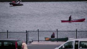 _canoe di London_City_river stock footage