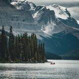 A canoe on maligne lake in summer with a backdrop of the canadian rockies in jasper national park, alberta, canada. Photo taken in Jasper National Park Stock Photos