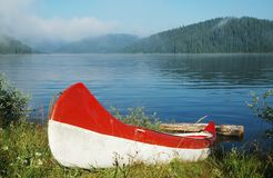 Canoe near the lake Royalty Free Stock Images
