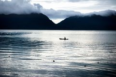 Canoe no lago Maninjau, Sumatra, Indonésia Imagens de Stock Royalty Free