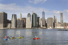 Canoe polo in east river new york city with lower manhattan skyl Stock Photography