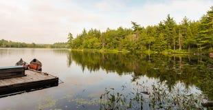 Canoe su un lago Immagine Stock