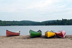 Canoe sul lago Immagini Stock Libere da Diritti