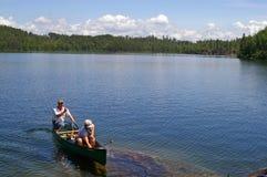 Canoeing в границе мочит зону каное Стоковые Изображения RF