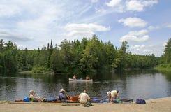 Canoeing в парке Algonquin захолустном стоковые фотографии rf