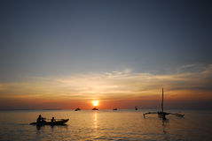 canoeing заход солнца Стоковые Изображения
