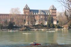 Canoeing auf dem Fluss PO in Turin am Park von Valentino, Turin, Italien Lizenzfreies Stockfoto
