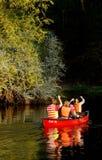 Canoeing auf einem Fluss Stockfoto