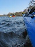 Canoeing auf einem Fluss Lizenzfreie Stockfotografie