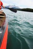 Canoeing auf Maligne See Lizenzfreie Stockfotos