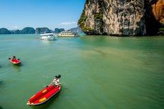 Canoeing bei Koh Hong Island Stockbilder