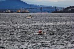 Canoeing cerca del puerto del carbón que goza de Autumn Color, fauna, centro de la ciudad, Vancouver, Columbia Británica Fotografía de archivo libre de regalías