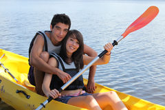Canoeing de couples Photo stock