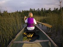 Canoeing de fille Photo stock