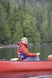 Canoeing de jeune femme Photos stock