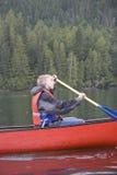 canoeing del ragazzo adolescente Fotografia Stock