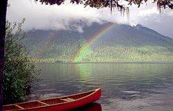 Canoeing die bowron Seen Lizenzfreie Stockfotografie