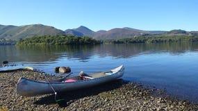 Canoeing em Derwentwater imagem de stock royalty free