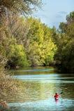Canoeing em um rio Foto de Stock Royalty Free