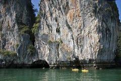 Canoeing, KOH Hong, Phang Nga Schacht Lizenzfreie Stockfotos