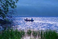 Canoeing na luz da manhã Foto de Stock