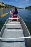 Canoeing nel lago Fotografie Stock
