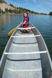 Canoeing nel lago Fotografia Stock