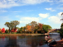 Canoeing no lago Imagens de Stock Royalty Free