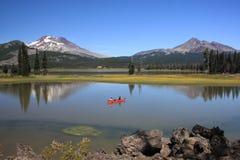 Canoeing no lago sparks fotos de stock royalty free
