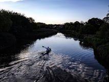 Canoeing no rio Imagens de Stock Royalty Free