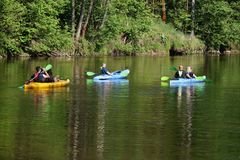 Canoeing op de rivier royalty-vrije stock foto