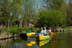 Canoeing op hortillonnages van Amiens in Picardie royalty-vrije stock foto