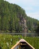 Canoeing par une gorge photos stock