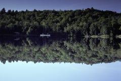 Canoeing sur le lac Hebron, Monson, Maine Photographie stock libre de droits