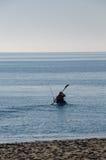 Canoeist με την αλιεία της ράβδου, Μεσόγειος, Ισπανία Στοκ Φωτογραφίες