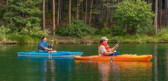 Canoers auf Herbert Lake Lizenzfreies Stockbild