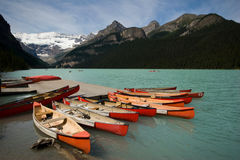 Canoes at Lake Louise and Victoria Glacier Royalty Free Stock Photos