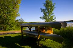Canoes Resting by Lake Royalty Free Stock Images
