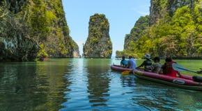 Canoing in Phangnga-Bucht, Thailand lizenzfreies stockbild