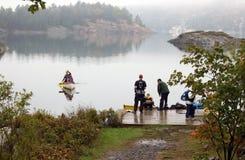 Canoing przy George jeziorem zdjęcia royalty free