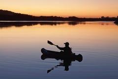 Canoist no lago Imagem de Stock