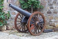 Canon antique dans le château en Espagne Photographie stock libre de droits
