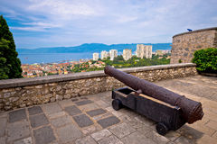 Canon au-dessus de ville de Rijeka Image libre de droits