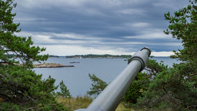 Canon baryłka wskazująca przy morzem Obraz Royalty Free