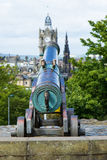 Canon brachte in Richtung zur Stadt von Edinburgh in Position Stockbilder