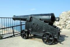 Canon che indica in Spagna dalla Gibilterra immagine stock