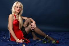 Canon de fixation de femme élégante Photos stock
