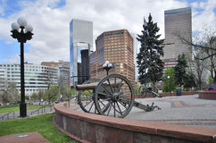 Canon de JLarge devant le bâtiment de capitol Le Colorado, Etats-Unis Image libre de droits